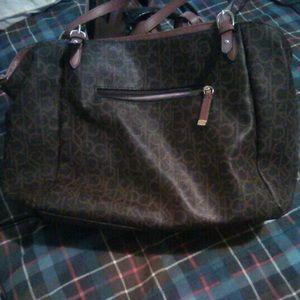 Larger lady shoulder bag